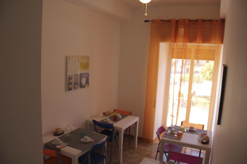Albergo_Sicilia_Hotel_Sicilia_Avola_B&B_Avola_Albergo_Sicilia_Piazza_centro_mare_bedandbreakfarsavola_2