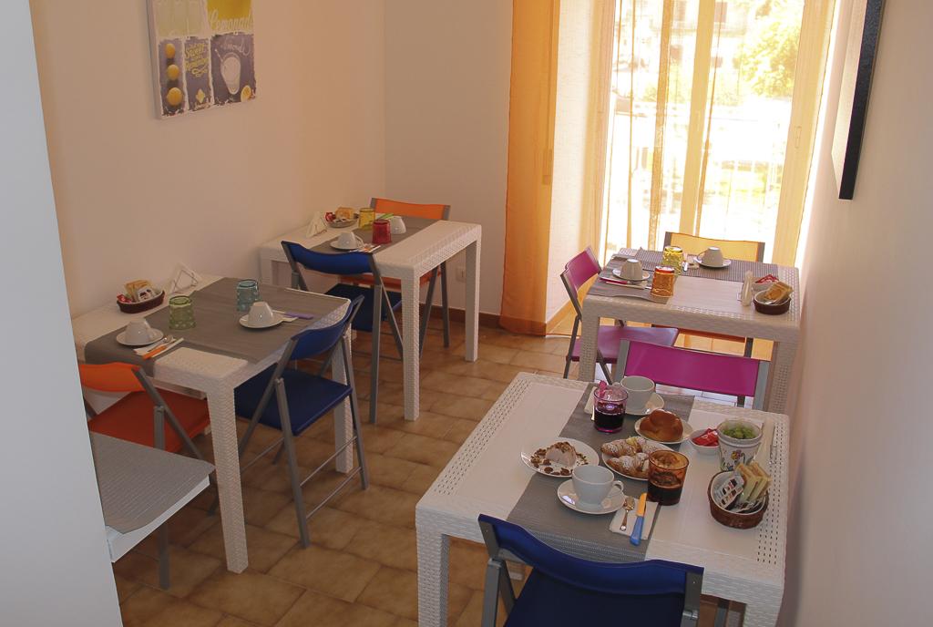 Albergo_Sicilia_Hotel_Sicilia_Avola_B&B_Avola_Albergo_Sicilia_Piazza_centro_mare_bedandbreakfarsavola_3